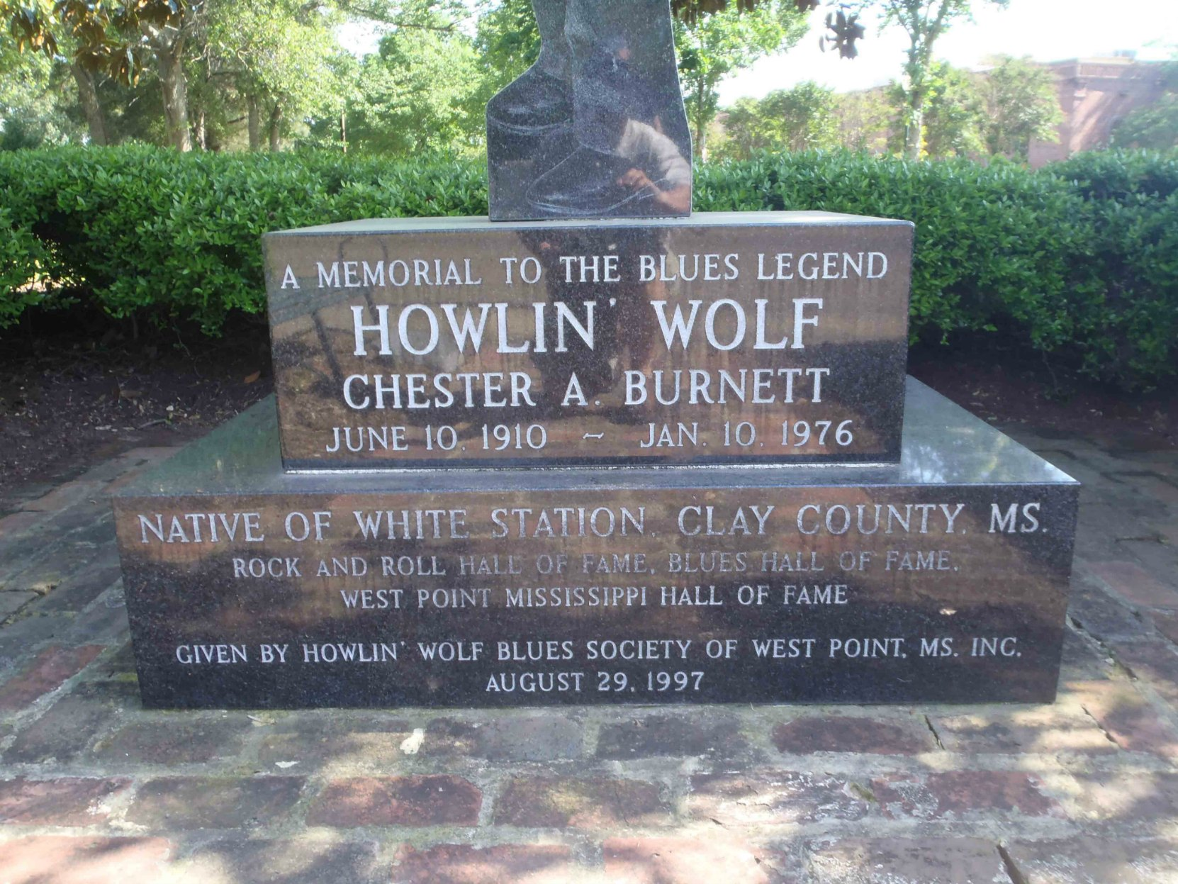 Inscription on Howlin' Wolf Blues Society marker for Howlin' Wolf , West Point, Clay County, Mississippi