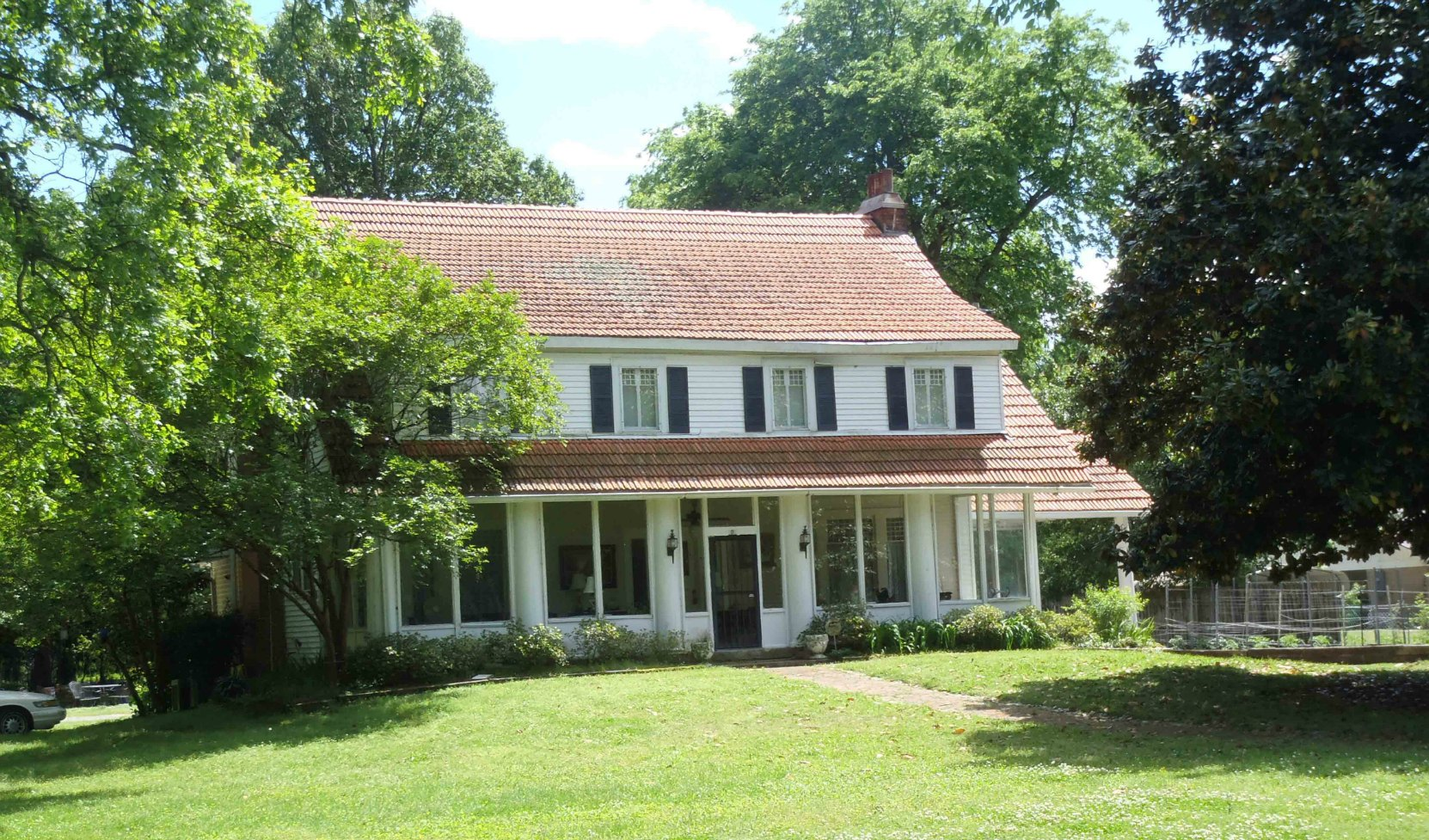 """Local Moorhead residents told us that this house near """"Where The Southern Cross The Dog"""" was once the home of Chester Ponds, who built the Yazoo Delta R.R. in 1897."""