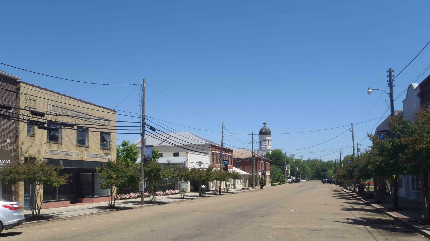 Market Street, the main downtown street in Port Gibson, Claiborne County, Mississippi. The tower of the Claiborne County Courthouse is visible in the background.