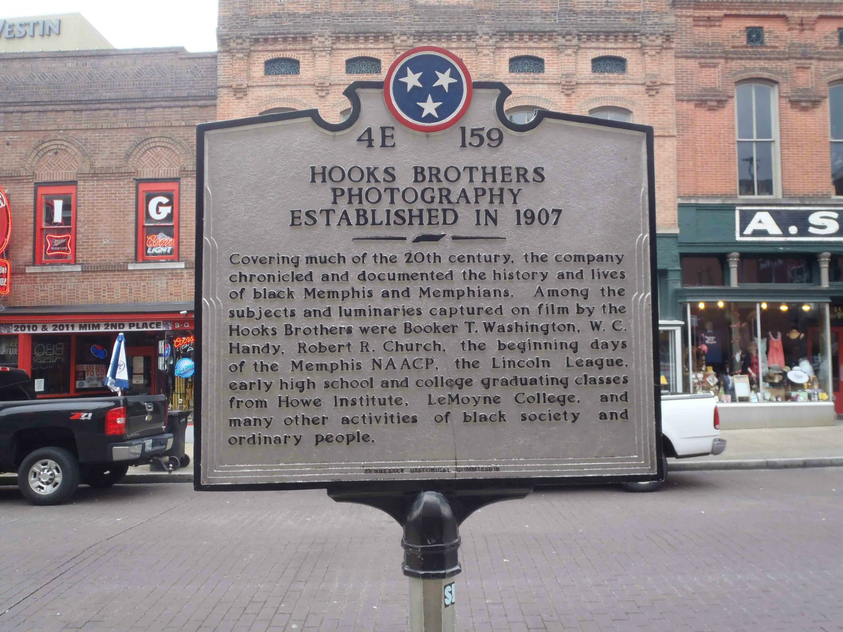Tennessee Historical Commission marker (rear) for Hooks Brothers Photography, outside 164 Beale Street, Memphis