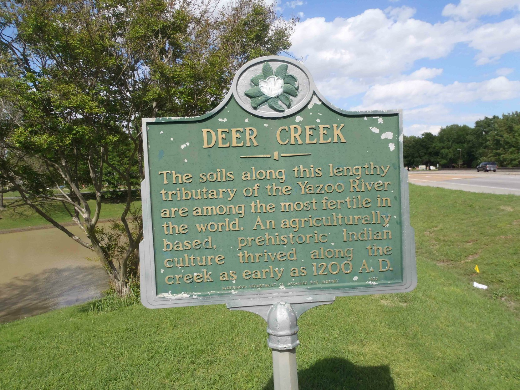 Mississippi Department of Archives & History marker for Deer Creek, near Leland, Mississippi