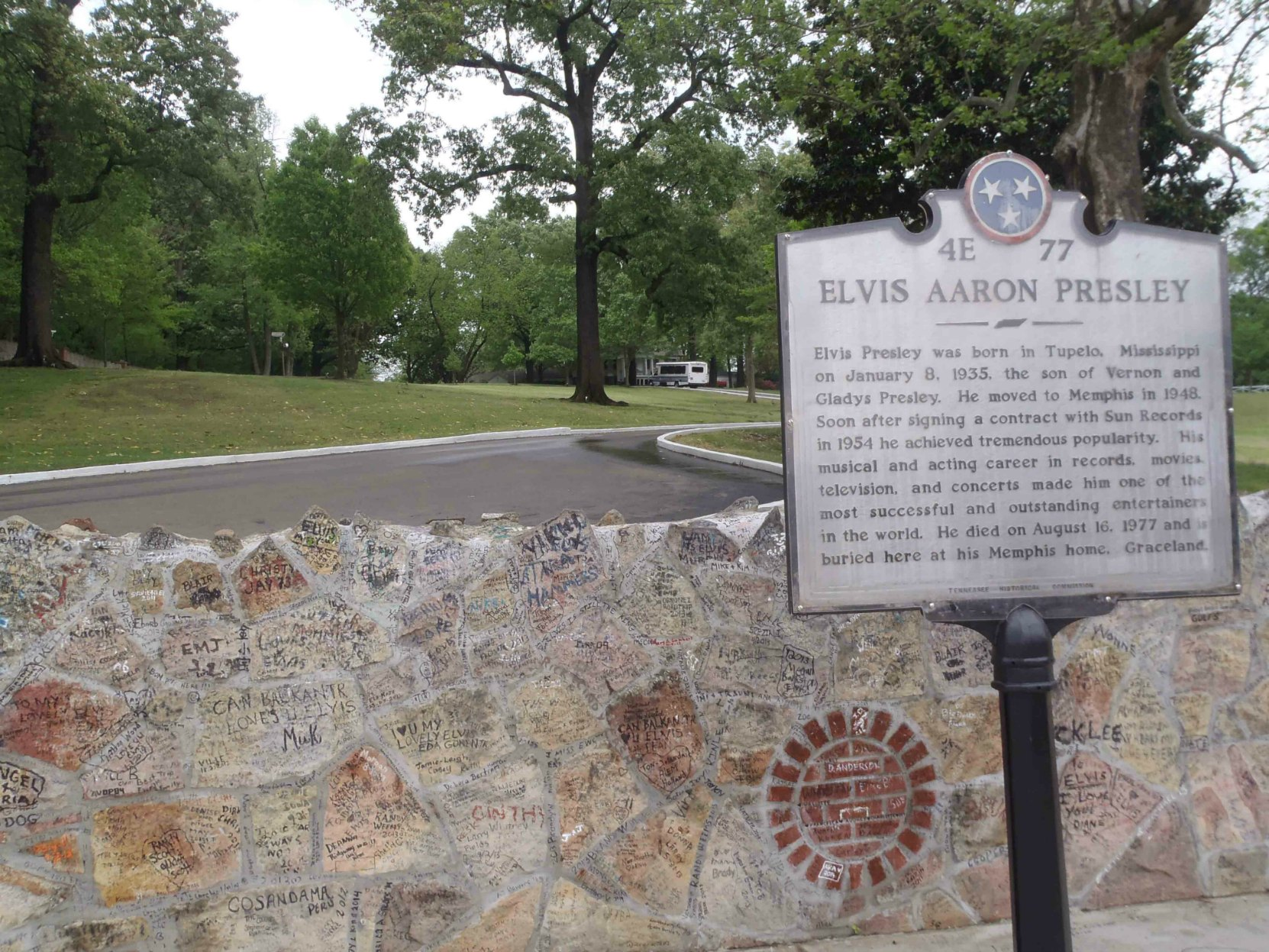 Tennessee Historical Commission marker commemorating Elvis Aaron Presley, outside Graceland, Memphis, Tennessee