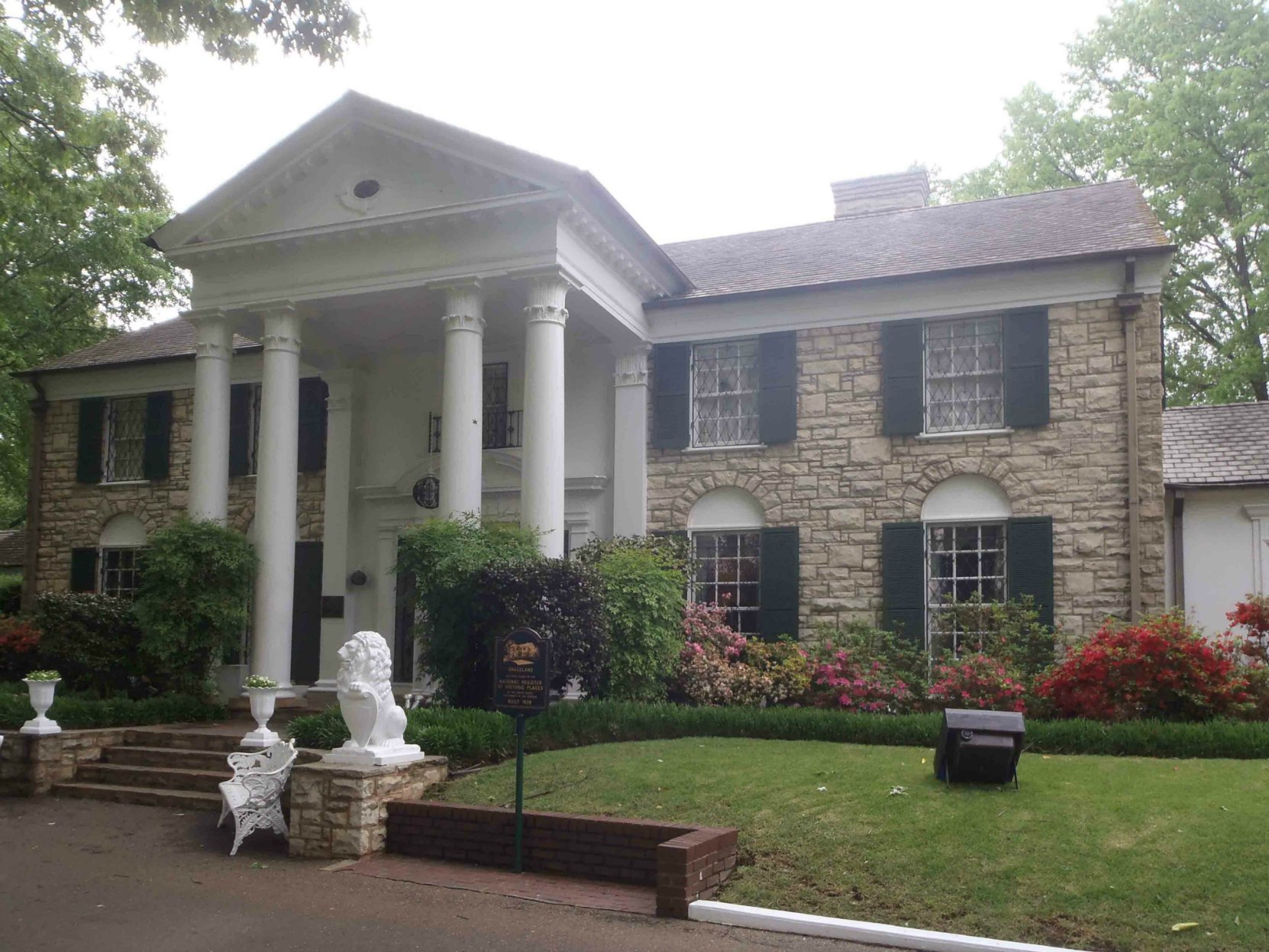 The front entrance of Graceland, Memphis, Tennessee