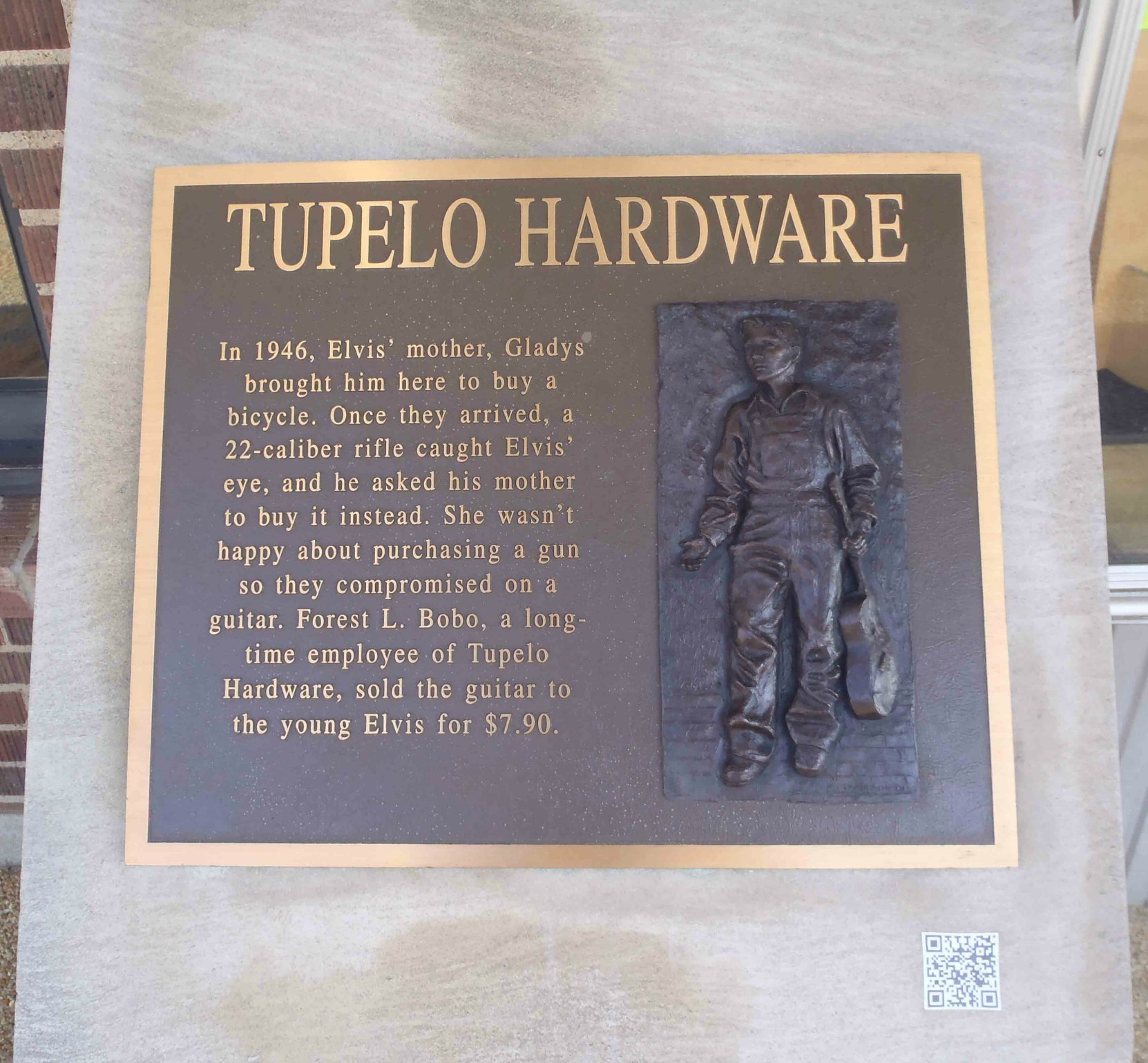 Elvis Presley plaque outside Tupelo Hardware Company, W. Main Street, Tupelo, Mississippi, where Elvis Presley bought his first guitar.