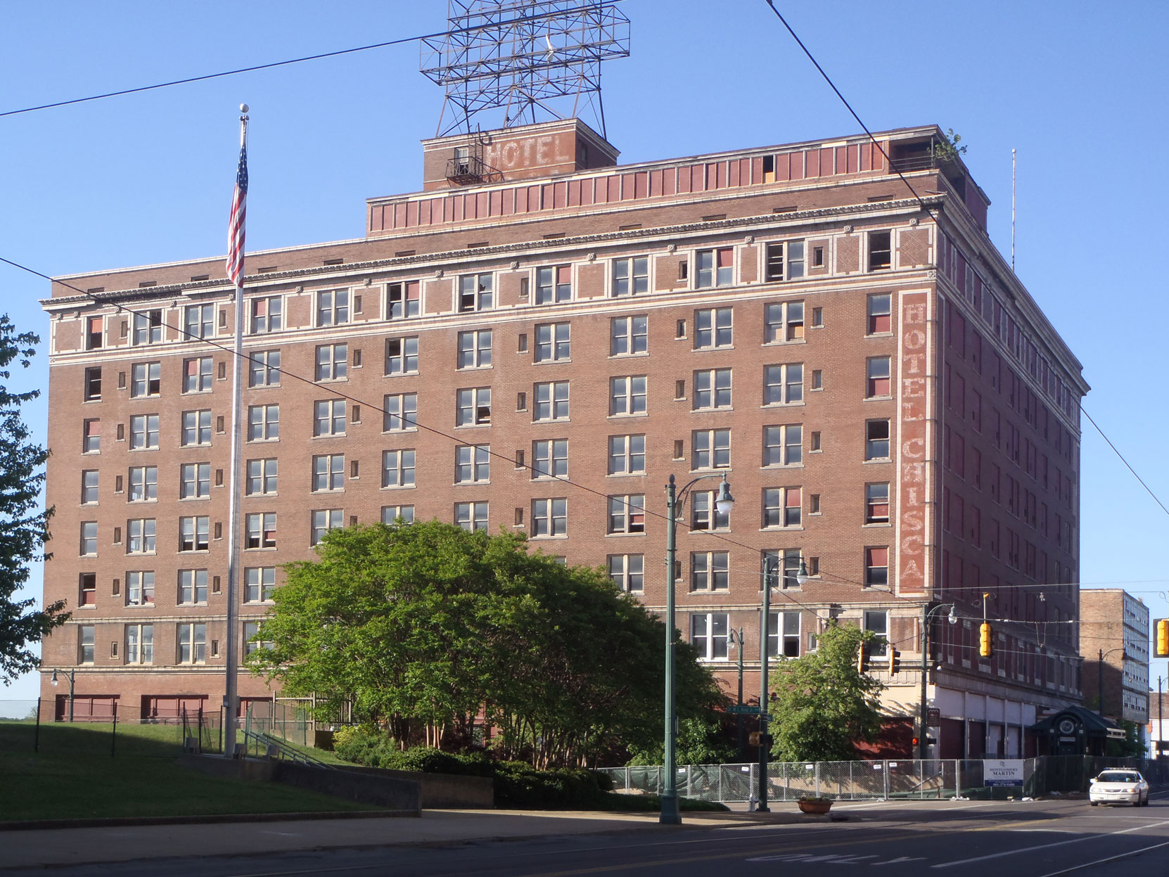 The former Hotel Chisca in downtown Memphis, 2014. (photo: Mississippi Blues Travellers)